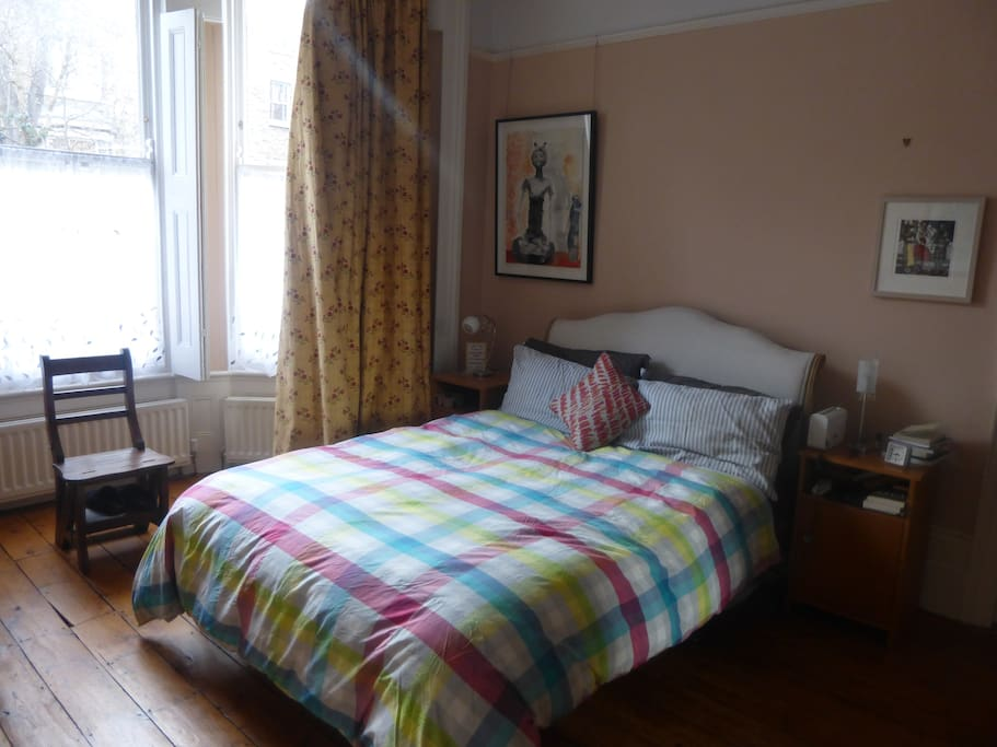 Large spacious bedroom. Kingsize bed