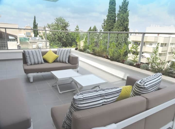What a Location!- New(Kosher)3 Bdr Penthouse