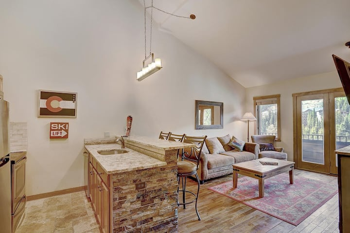 Ski In Ski Out Condo with Pool and Jacuzzis