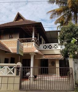 "Kairali palace Home stay ""Heritage """