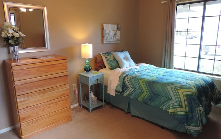Comfortable Private Room on Quiet Cul de Sac - Redding - House