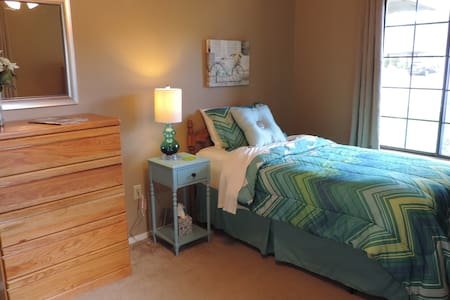 Comfortable Private Room on Quiet Cul de Sac - Redding - Haus