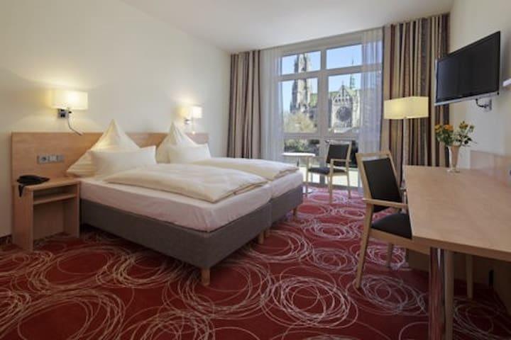 großzügiges, ruhiges Doppelzimmer  mit viel Komfort