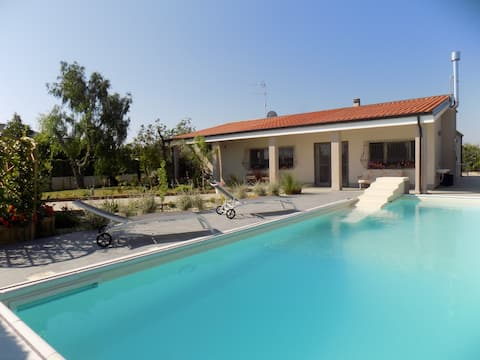 Villa con piscina in campagna