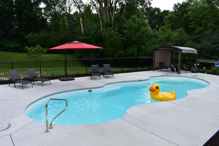 Spacious Lower level with Pool open till October