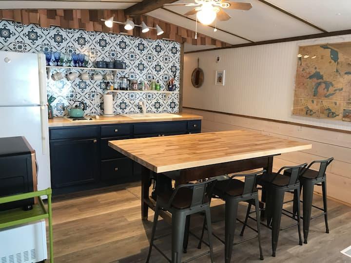 Scenic Portage View Rental-Blue Belle Cottage