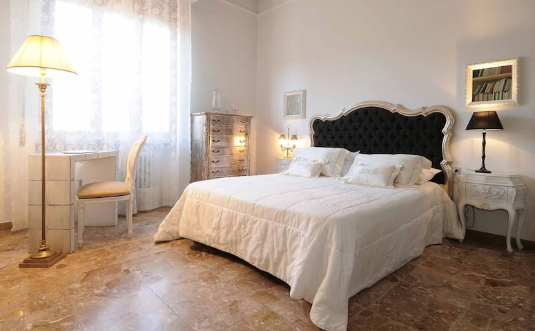 Florence area, quiet, comfortable private bedroom - สแกนดิซซี