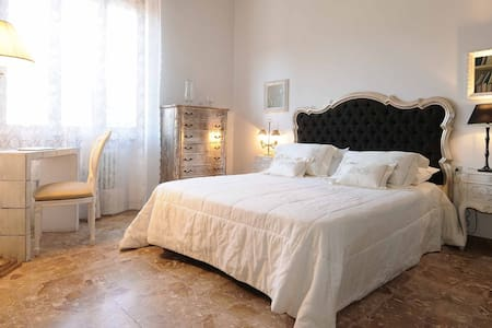 Florence area, quiet, comfortable private bedroom - Scandicci