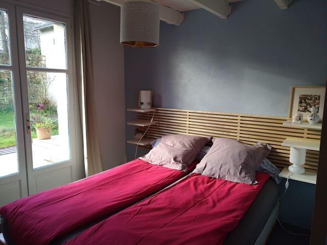 Chambre en rez-de-jardin lit 160