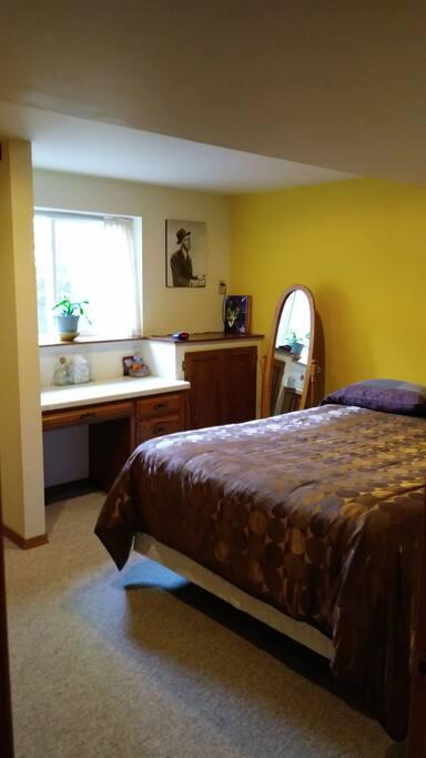 queen bedroom lower level