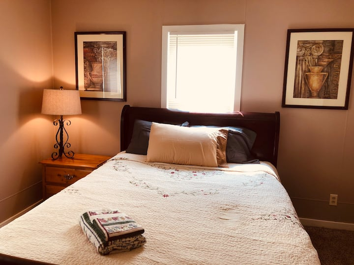 Cortez's cozy room in Wichita