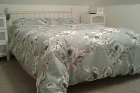Double bedroom in clean tidy home. - Watford