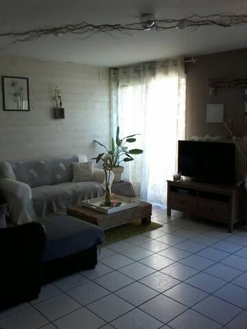 Joli appartement simple et cosy - Beaumont - Apartment