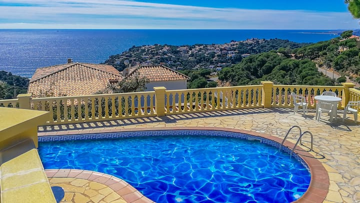 Villa with great sea and sunset view, pool