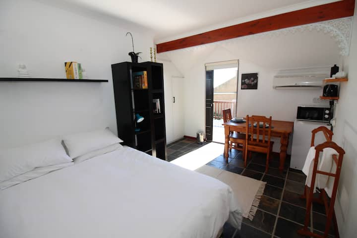 Two Private Guest Rooms, Free Wifi, Secure Parking
