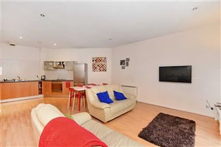 Fabulous 2 bedroom apartment in central location