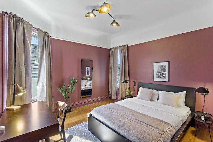 Spacious Queen Room in Mission District