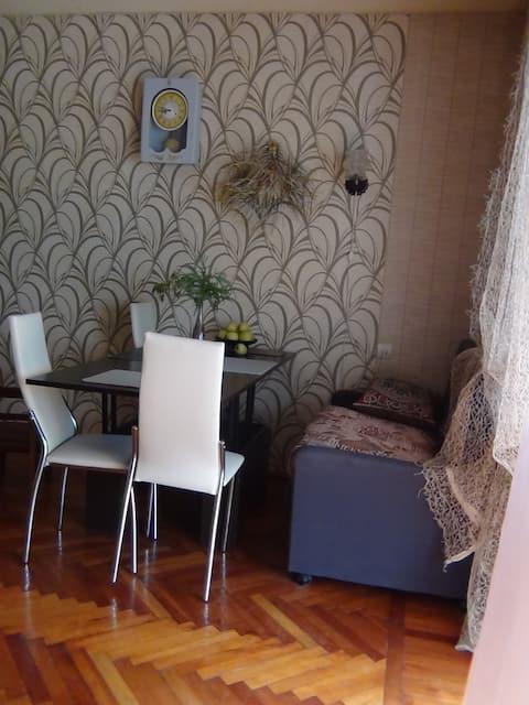 2-х комнатная благоустроенная квартира  в Пицунде