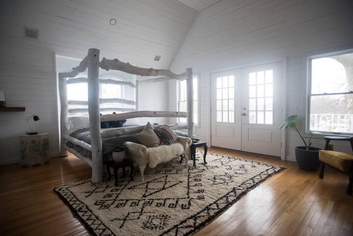 The Lin Beach House -- Lillian's Suite