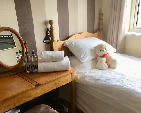 Quiet village room close to Rugby and Lutterworth