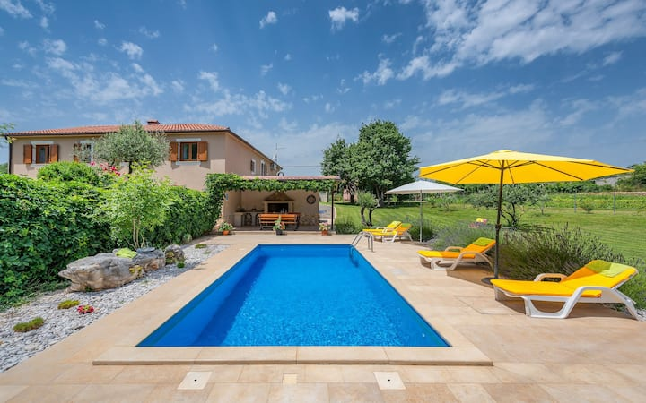 Villa with pool and beautiful large garden
