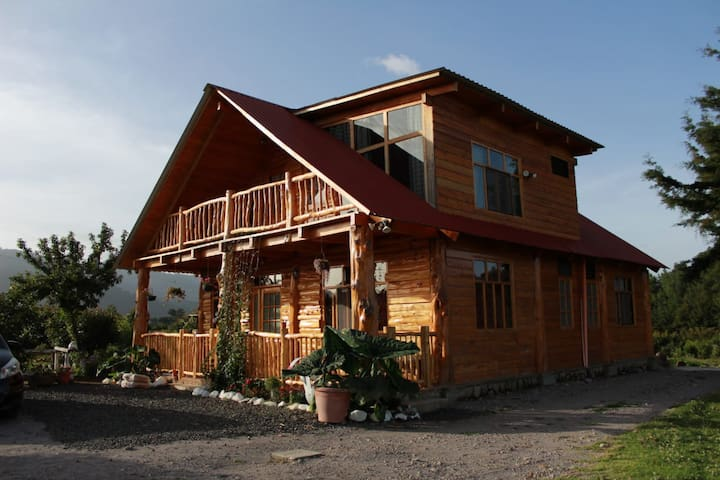 Stunning Cabin w/360º view of Guatemala Highlands