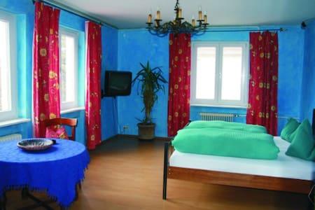 El Bocado Hostel im Zentrum und Seenähe - Friedrichshafen - Bed & Breakfast