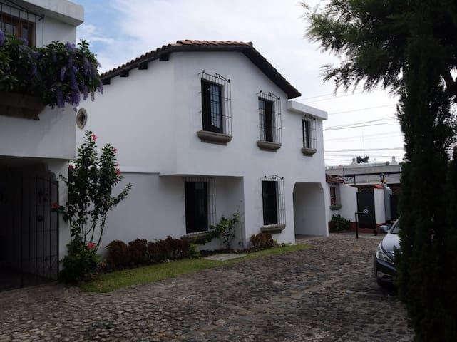 La Casa de los Volcanes - Antigua Guatemala