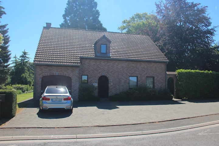 Maison 4 facades avec jardin, véranda et garage