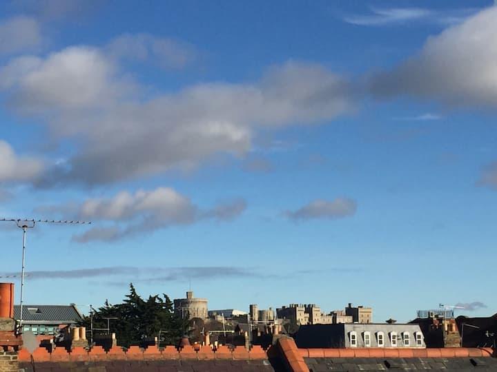 Lovely double en-suite room, Windsor Castle view.