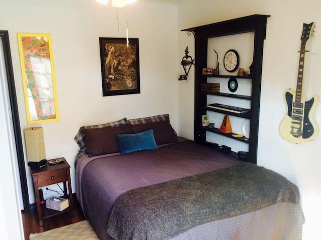 Central to all LA! Unique bed/bath and more! - Long Beach - Casa