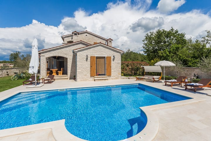 Villa Stella with swimming pool