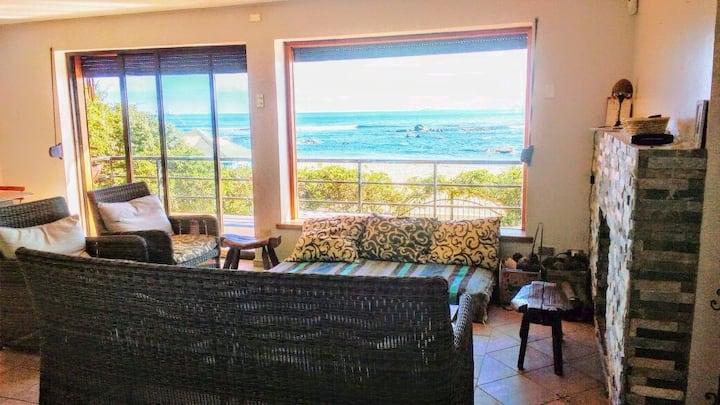 Encantadora casa en primera linea junto al mar