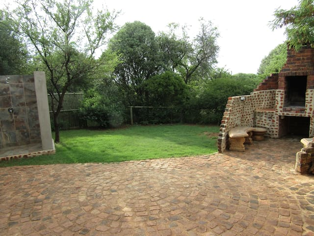 Stone Hill - Sweet Thorn Cottage - Pet Friendly