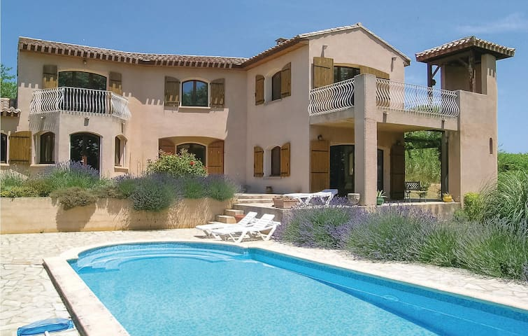 Holiday cottage with 3 bedrooms on 135m² in Paraza