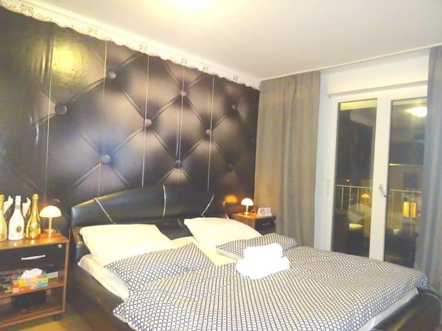 Karlsruhe City. Top, Klasse & Glamour. Kings Bed: