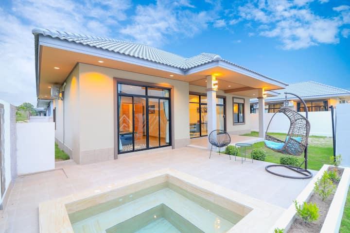 Modern villa huahin Spa villa