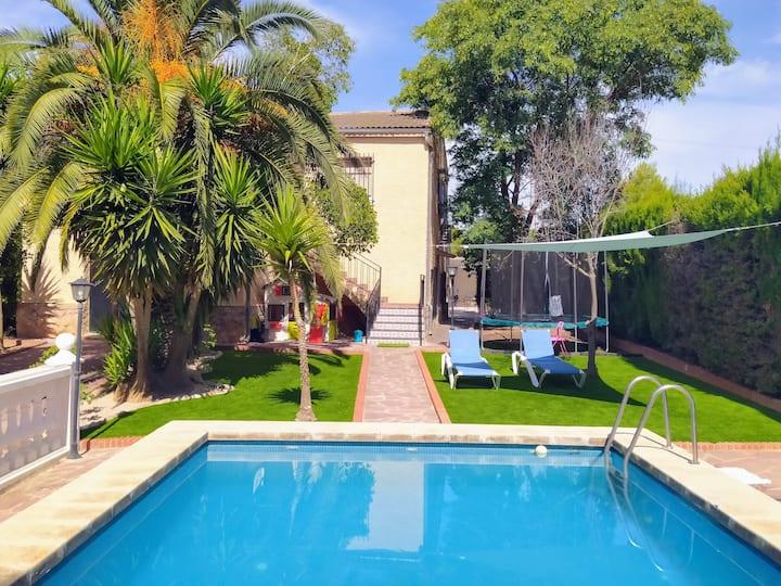 Chalet con piscina en Monserrat, Valencia