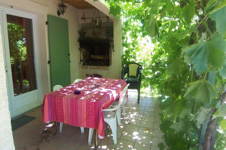 Joli pavillon prés de la garrigue - Clarensac - Casa