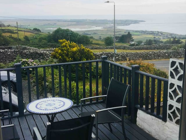 Sea Views, modern, Dog Friendly, Harlech N.Wales