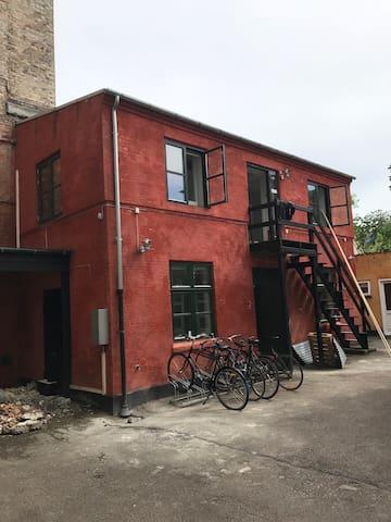 Røde baghus 1. Sal til venstre