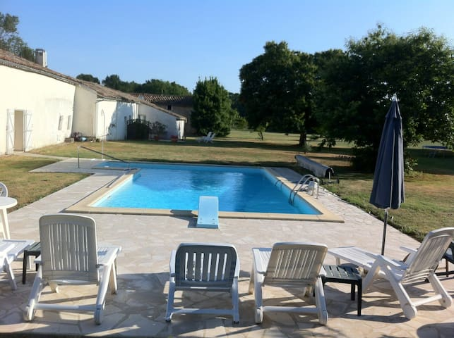 Lovely Cottage in 4 acres - Saint-Sigismond-de-Clermont