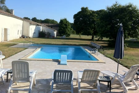 Lovely Cottage in 4 acres - Saint-Sigismond-de-Clermont - Σπίτι