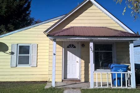 Lovely Ashton Home for Your Vacation Stay Sleeps 6