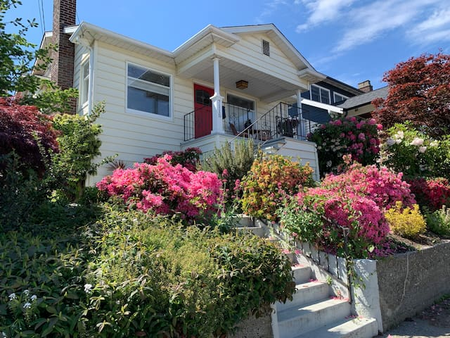 1920s Charm, Great Ballard Location, Entire House