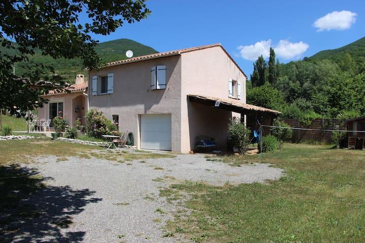 Villa jardin, calme, à 10 km de Digne Les Bains