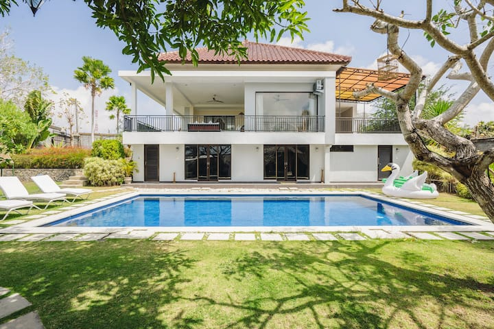White Private Villa - Nusa Dua