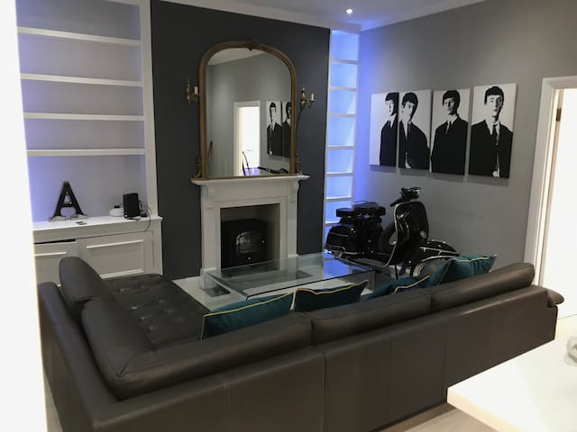 Luxury 1 bed Chelsea apartment excellent location