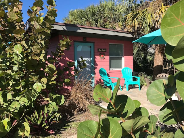Sea Grape Cottage - Beach/Downtown!