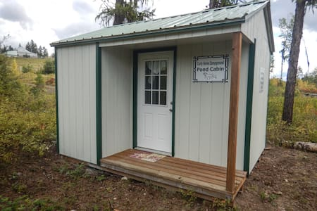 Curly Horse Campground: Pond Cabin